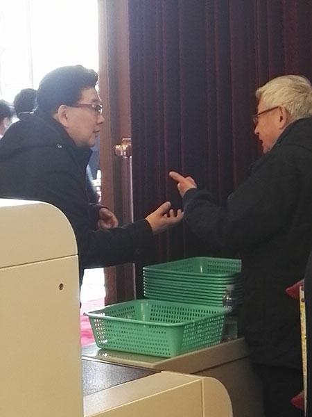黑白二曹会:主持人曹可凡与记者曹景行亲切交流