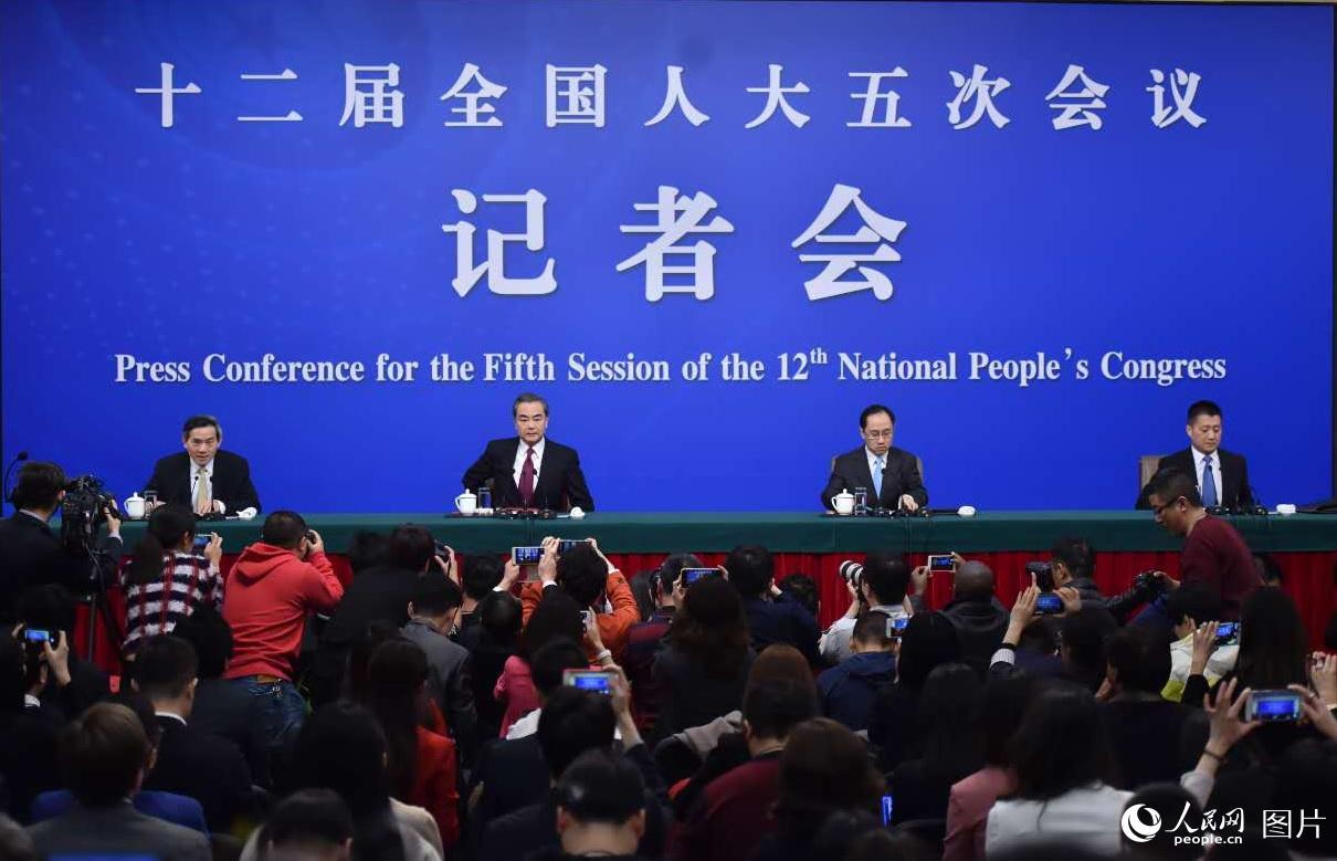 十二屆全國人大五次會議新聞中心舉行記者會