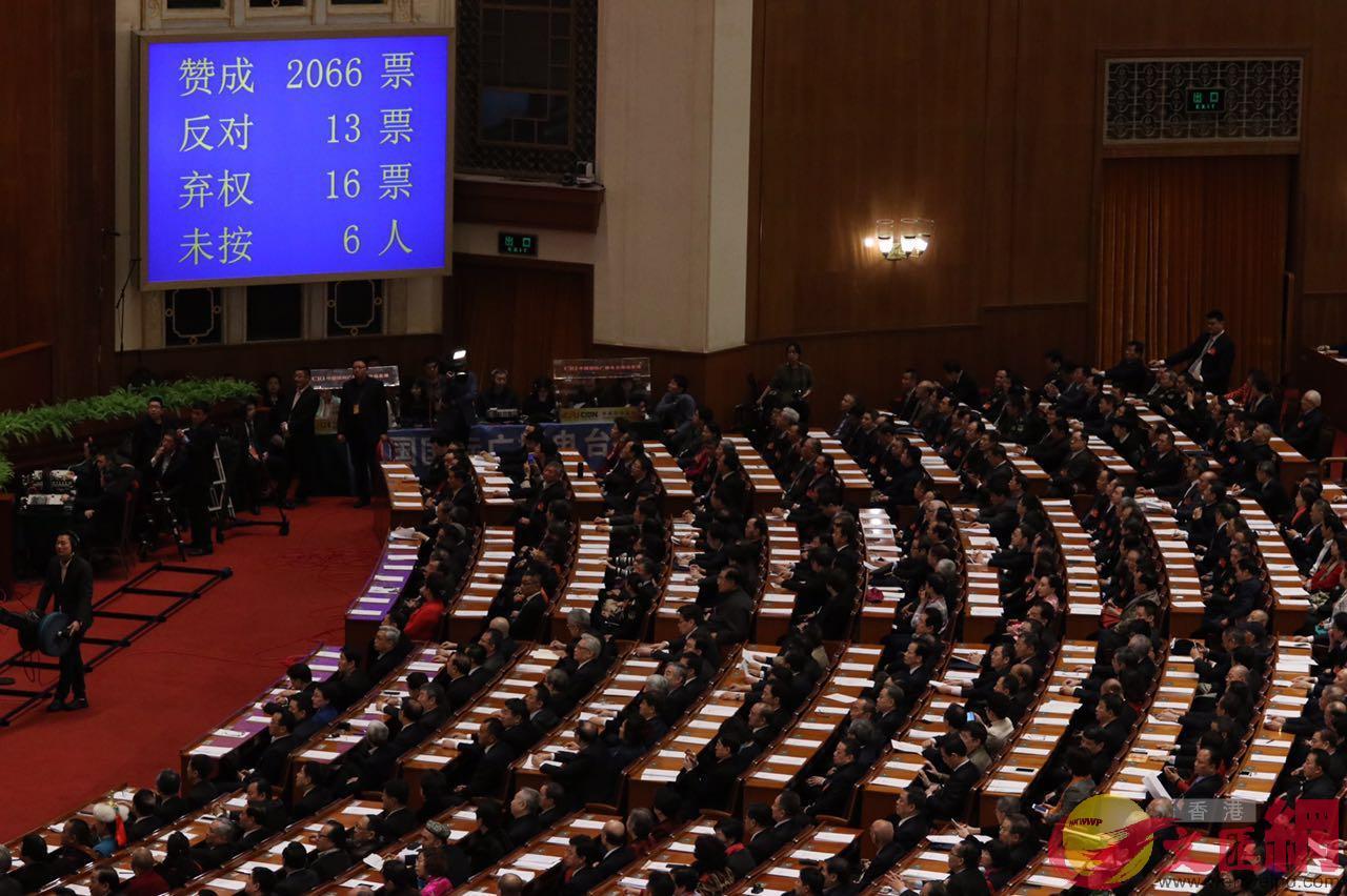 表決通過增選梁振英為全國政協副主席 香港文匯網記者 麥鈞傑 攝