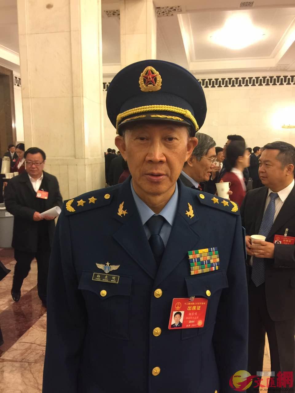 全國人大代表、原空軍副司令員楊東明。葛沖攝。