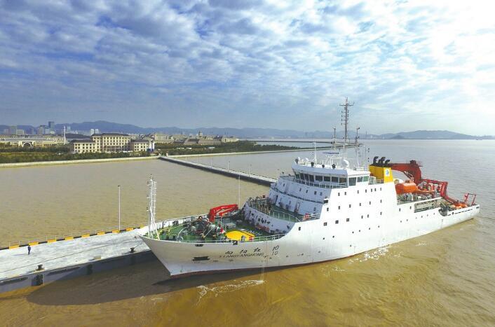 國家大型科學考察船在長峙島停靠(網絡圖片)