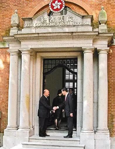 2012年3月26日,梁振英禮節性拜會終審法院首席法官馬道立
