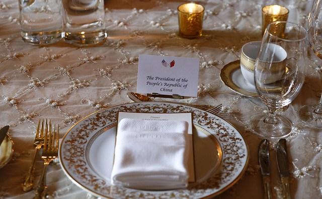 晚宴桌子上的台簽。