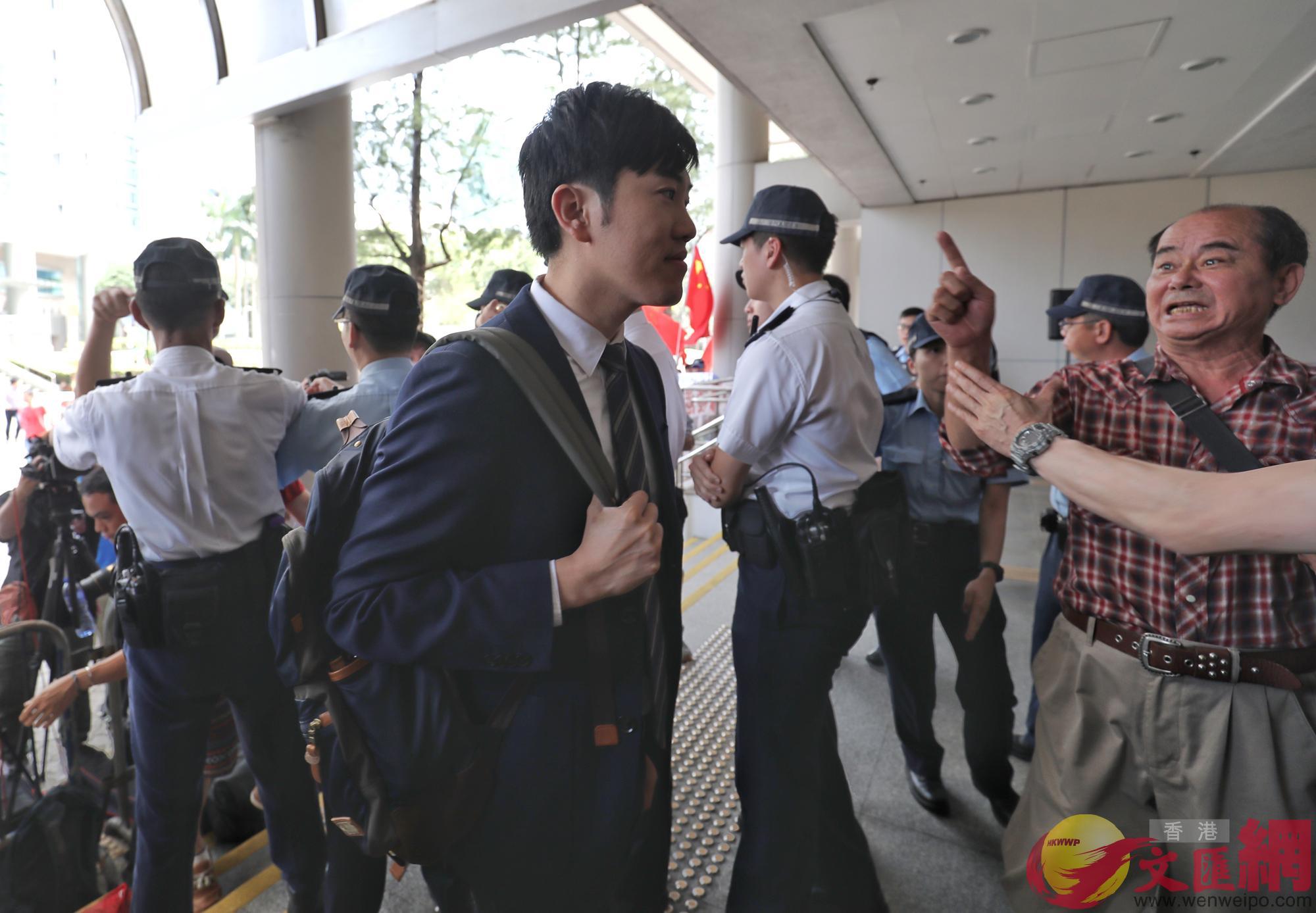 鄭松泰18日下午抵達東區法院(大公文匯全媒體記者麥鈞傑攝)