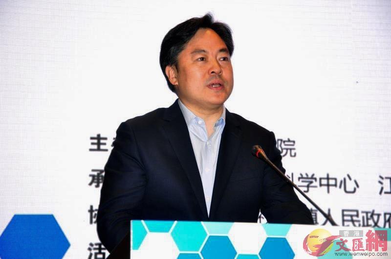 無錫市市委常委、江陰市委書記陳金虎在開幕式上致辭