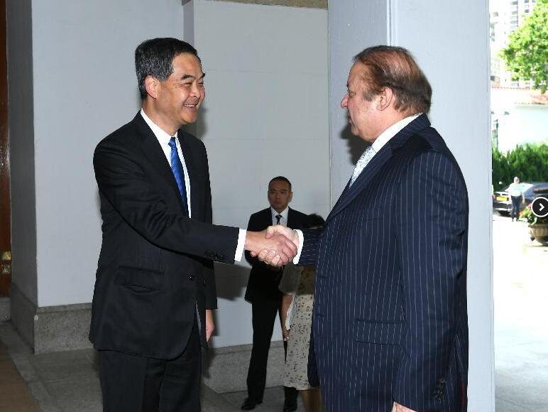 香港行政長官梁振英今日(17日)上午在禮賓府與訪港的巴基斯坦總理謝里夫會面,就雙方共同關心的課題交換意見(政府新聞網)