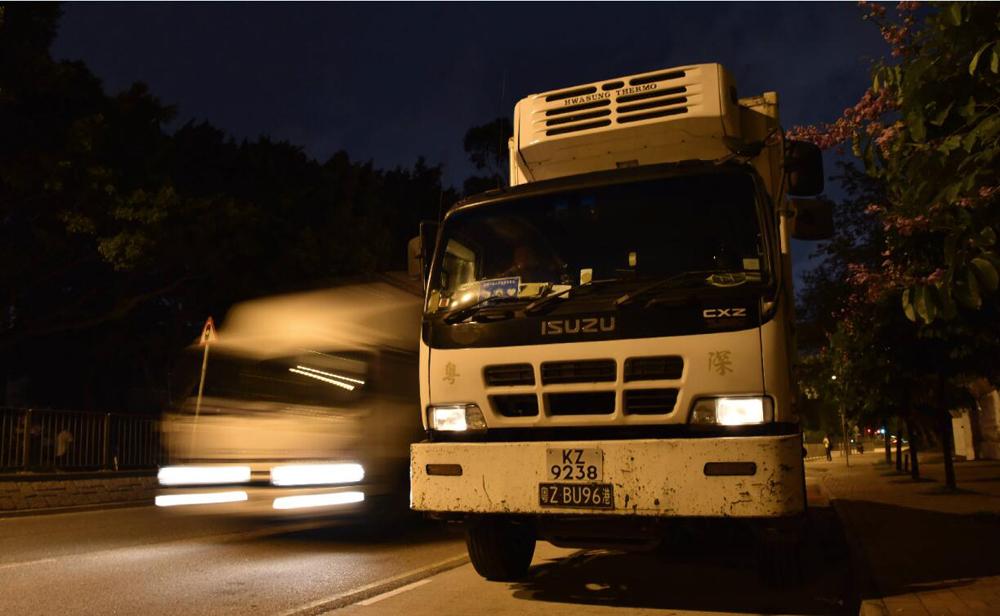 運載供港蔬菜的貨車抵達香港上水