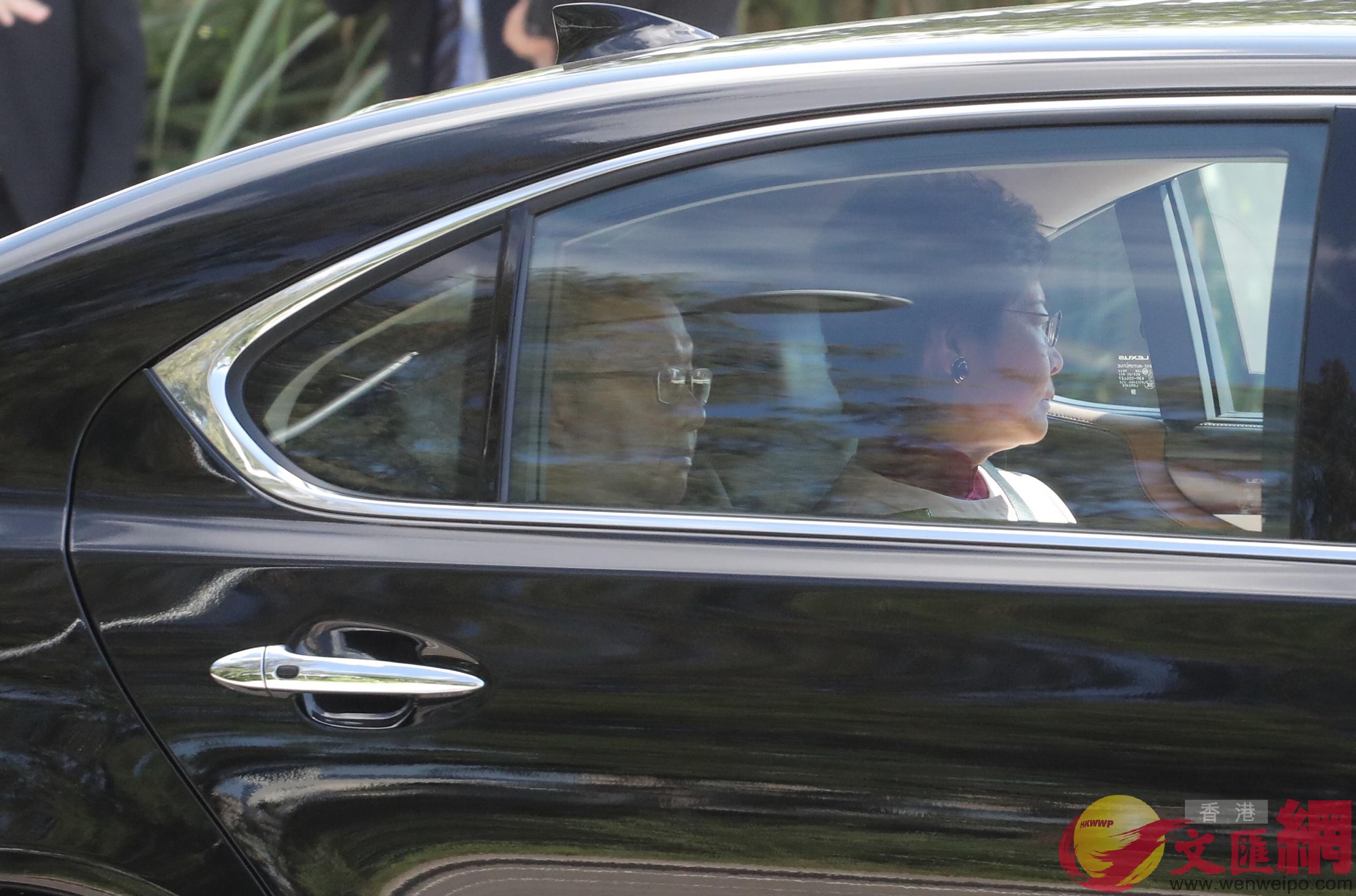 香港候任行政長官林鄭月娥(右)提前抵達西九文化區(大公文匯全媒體記者麥鈞傑攝)