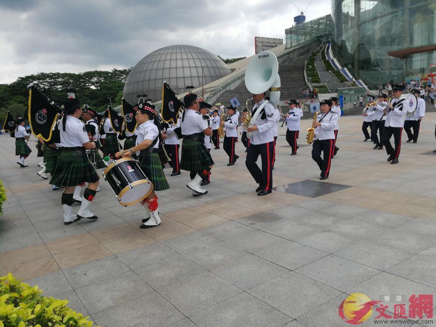 香港特別行政區政府民眾安全服務隊樂隊進行表演記者郭若溪