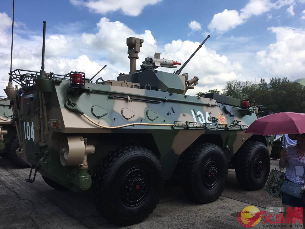 駐港部隊最新水棲裝甲車(林際平攝)