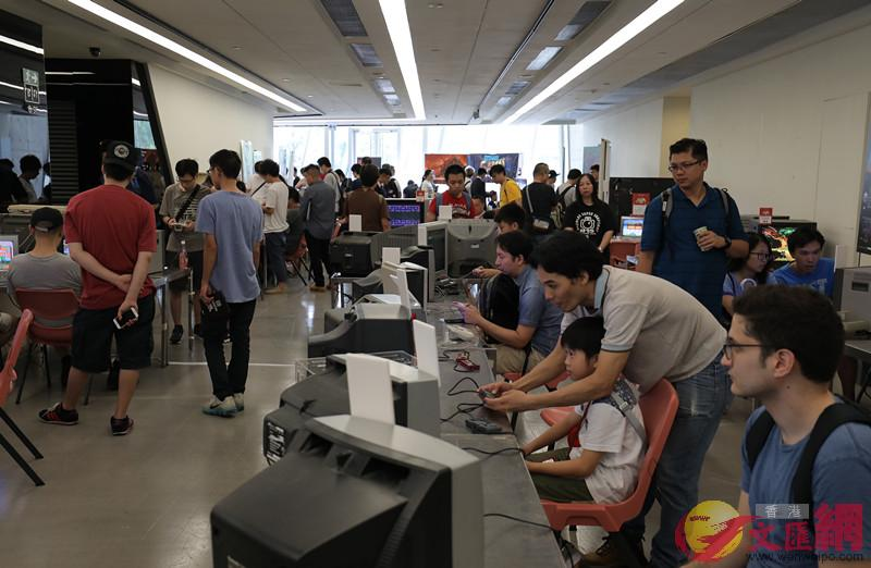 香港復古遊戲展吸引大批市民前來試玩舊式遊戲機