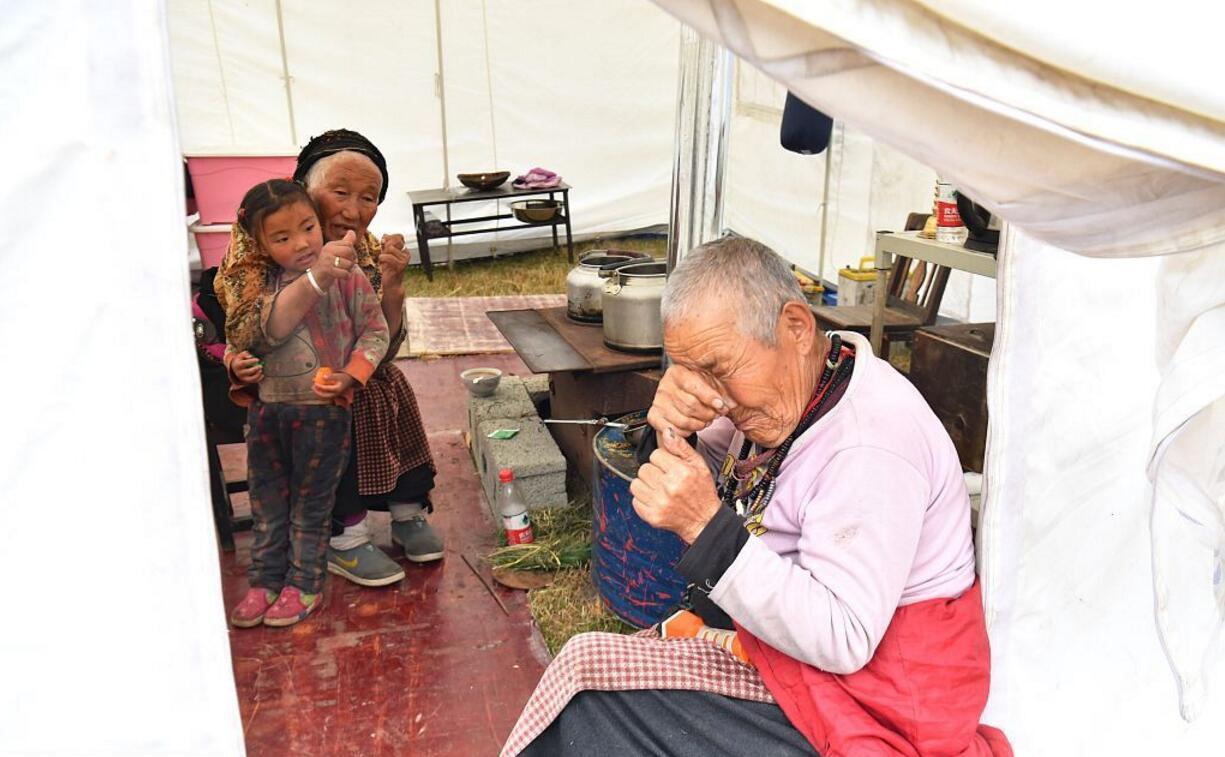 受災的老人。(視覺中國)