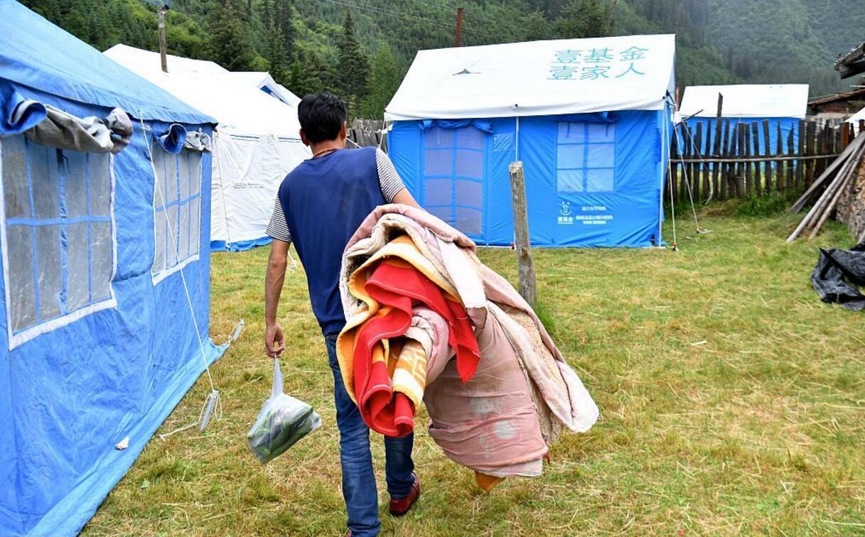 災區搭起帳篷(視覺中國)