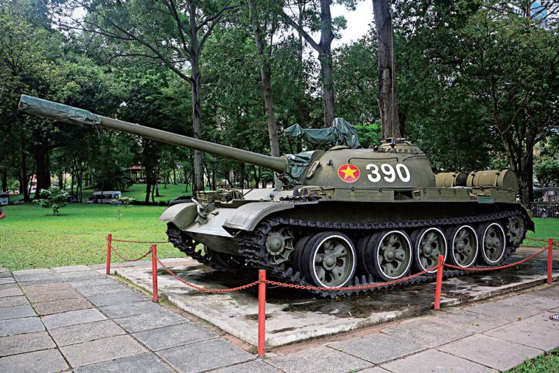 統一宮內展示�茈悀什窵岱U的坦克(實習記者葉文龍攝)