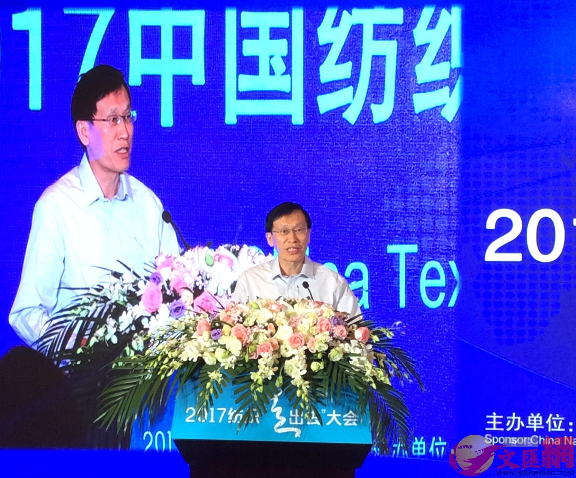 中國工業和信息化部消費品工業司司長高延敏表示,工信部將�茪O於把握好紡織業海內外聯動布局的頂層設計。陳旻攝影