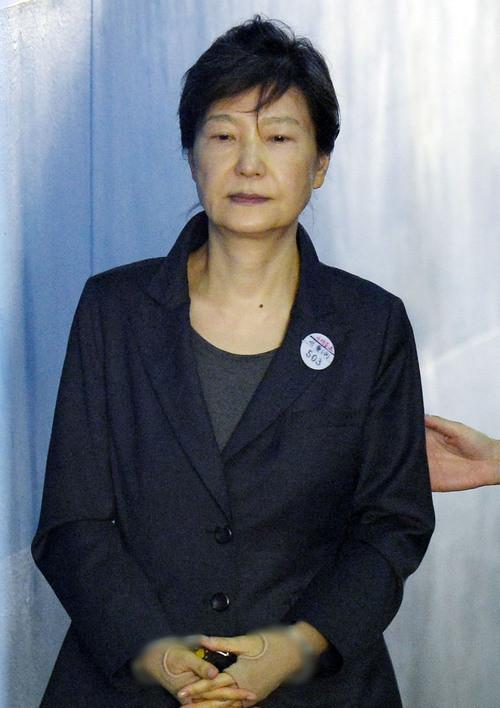 朴槿惠14日上午現身法庭,神情憔悴。