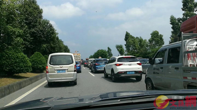10月1日,廣東高速公路出現139個行車緩慢或擁堵點(記者方俊明攝)