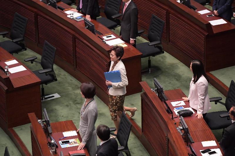 香港特區行政長官林鄭月娥今日(11日)上午在立法會發表上任後首份施政報告。