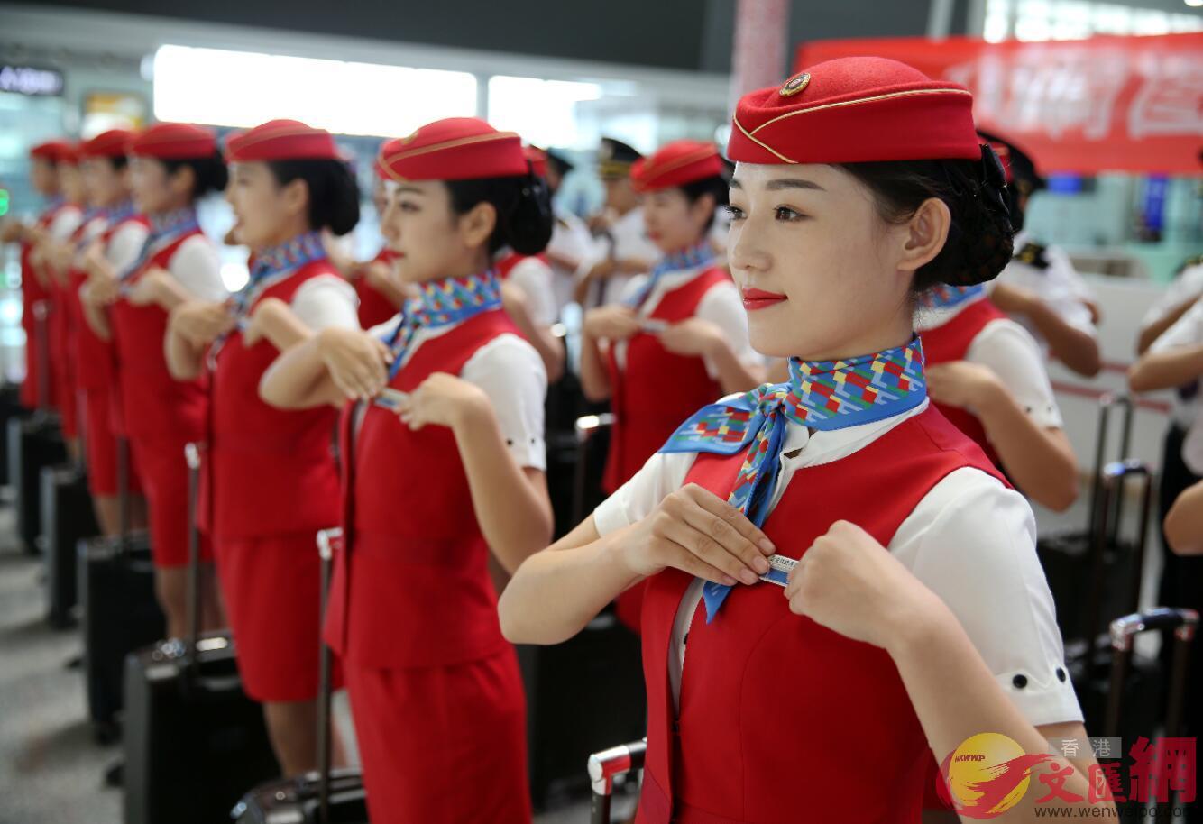2016年9月8日,「動哥動姐」在西安北站內展示新制服,迎接鄭徐高鐵通車。
