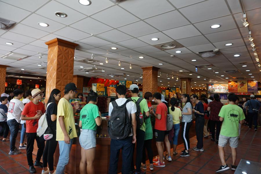 「十一」期間,大陸遊客在金門縣旅遊購物(台灣「中央社」)