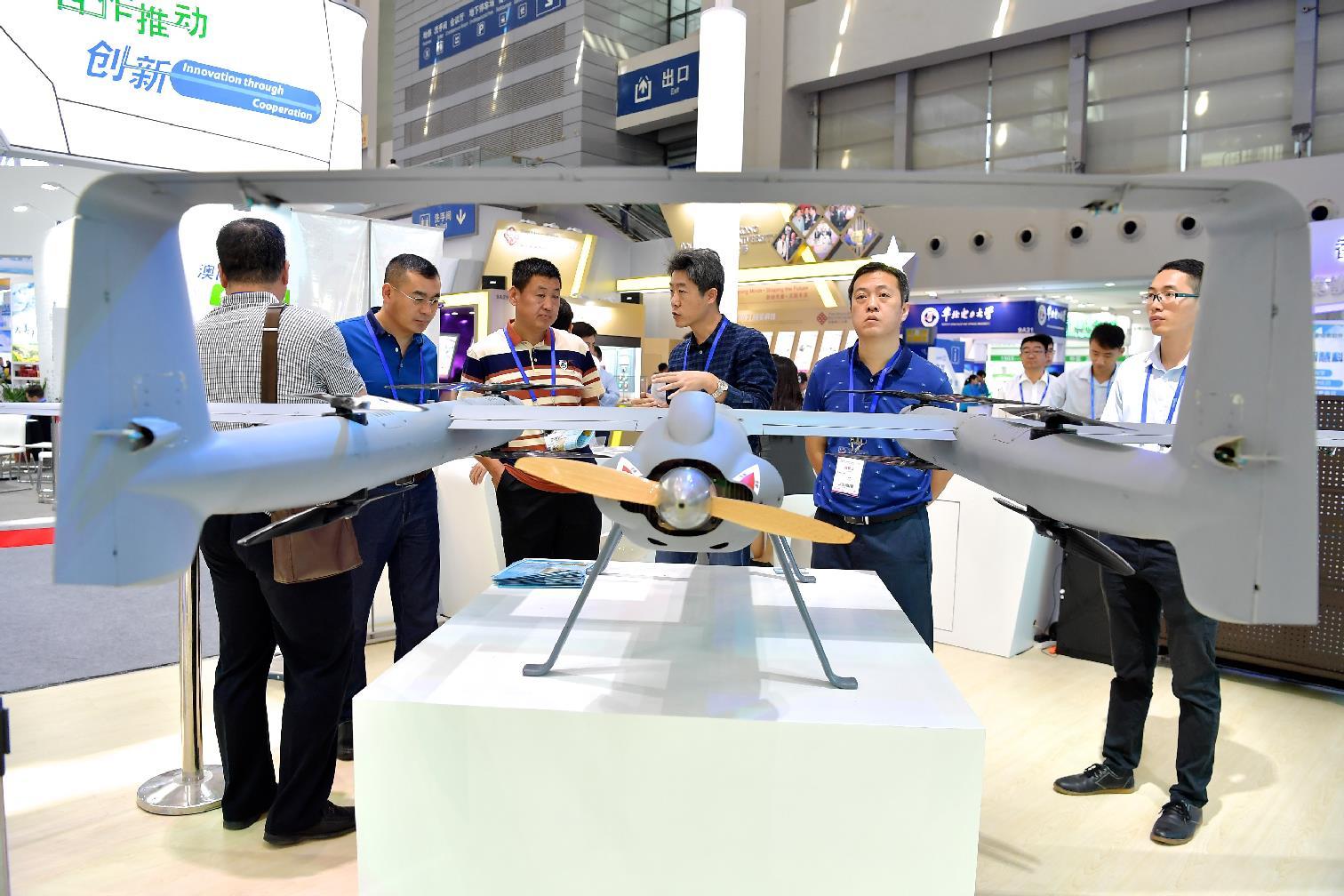廈門漢飛鷹航空公司展示的海騎兵(SD—40)巡航時速約90-144公里的無人機
