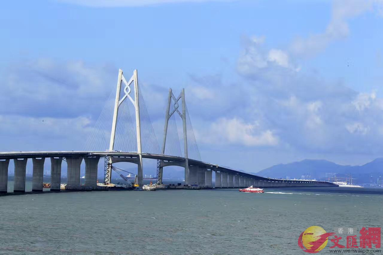 港珠澳大橋主橋橋樑已建成貫通。