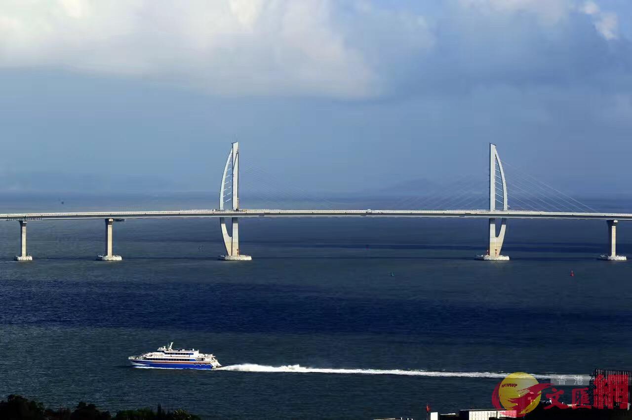 港珠澳大橋九洲航道橋,主塔如兩面風帆。