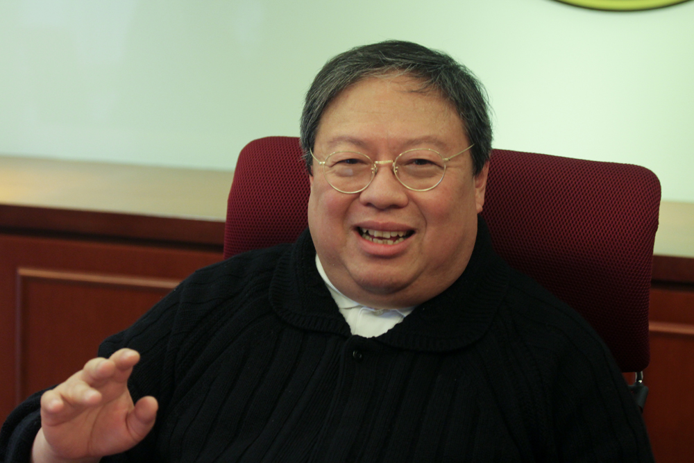香港前民政事務局長何志平