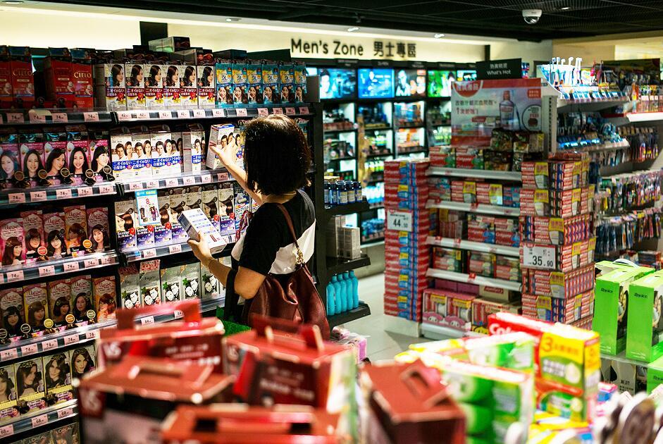 港零售業回暖復甦,2018年或增3%至4% (彭博社)
