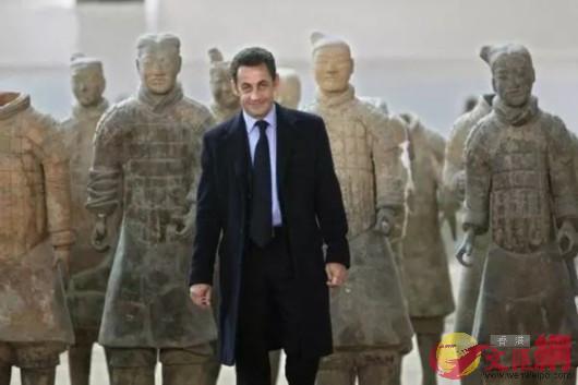 2007年,薩科齊首次訪華便來到兵馬俑參觀(資料圖片 來源網絡)