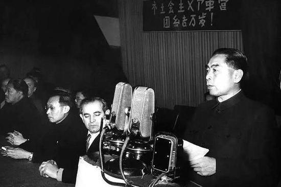1957年1月,周恩來訪問匈牙利。