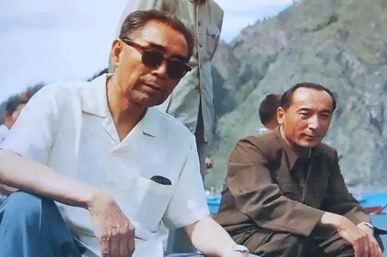 1965年7月,周恩來視察新疆。