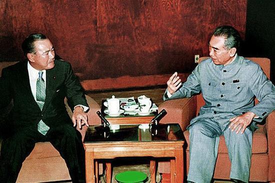 1972年9月25日,周恩來在北京會見日本首相田中角榮並簽署《中日兩國政府聯合聲明》。▲ 圖片來源於中華網