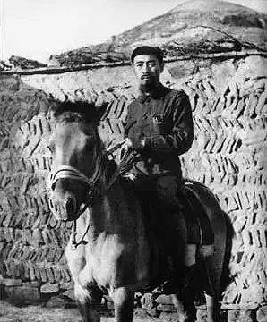 1935年10月,紅軍長征後,周恩來抵達陝北。