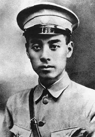 1924年,從歐洲留學回國的周恩來擔任黃埔軍校政治部主任。