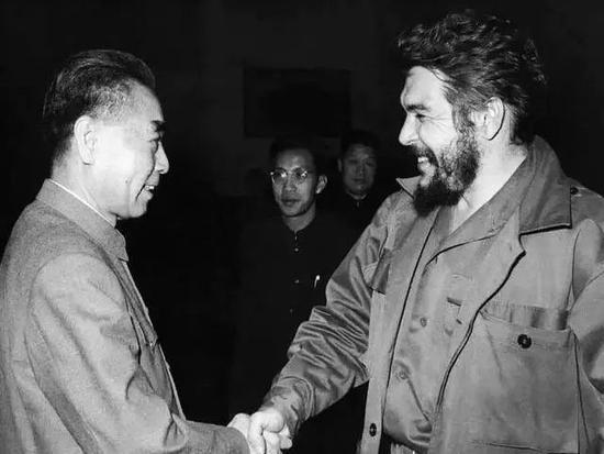 1965年2月,周恩來會見來訪的古巴革命領導人切·格瓦拉。