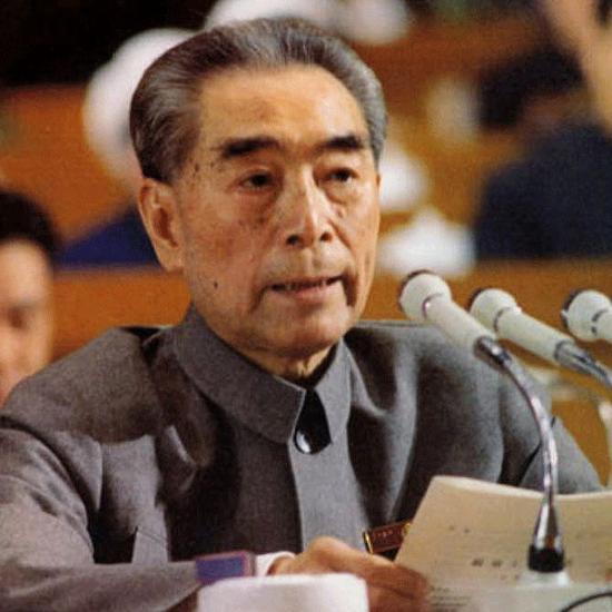 1975年1月,周恩來在第四屆全國人大第一次會議上抱病作《政府工作報告》。