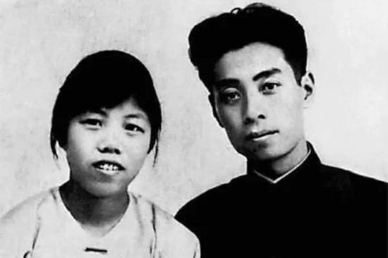 圖為1925年8月8日,廣州結婚照。