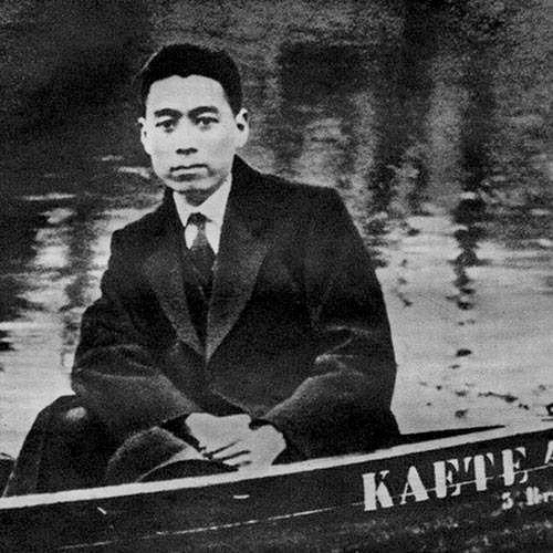 1922年,周恩來在德國柏林萬賽湖。