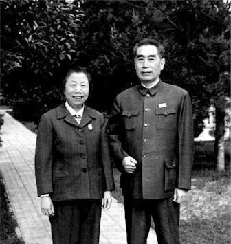 1970年8月8日,兩人45周年結婚紀念照。