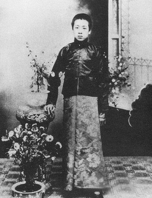 1910年,周恩來隨伯父離開淮安遷往遼寧。圖為1912年,周恩來在瀋陽東關模範學校讀書。