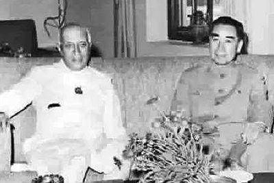 1960年4月20日,周恩來為解決中印邊界問題訪問印度並與印度總理尼赫魯舉行會談,在西藏是中國領土的問題上表達了強硬的態度。▲ 圖片來源於中華網
