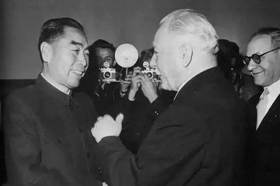 1957年1月,周恩來拜會蘇聯最高蘇維埃主席團主席伏羅希洛夫。