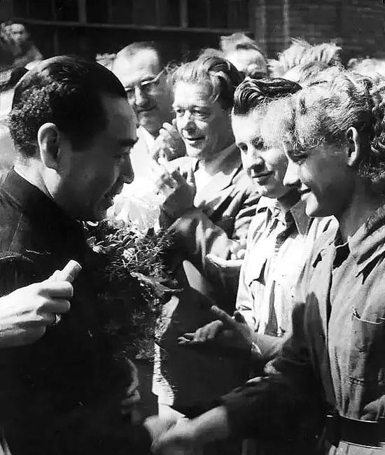 1954年7月,周恩來訪問德意志民主共和國。