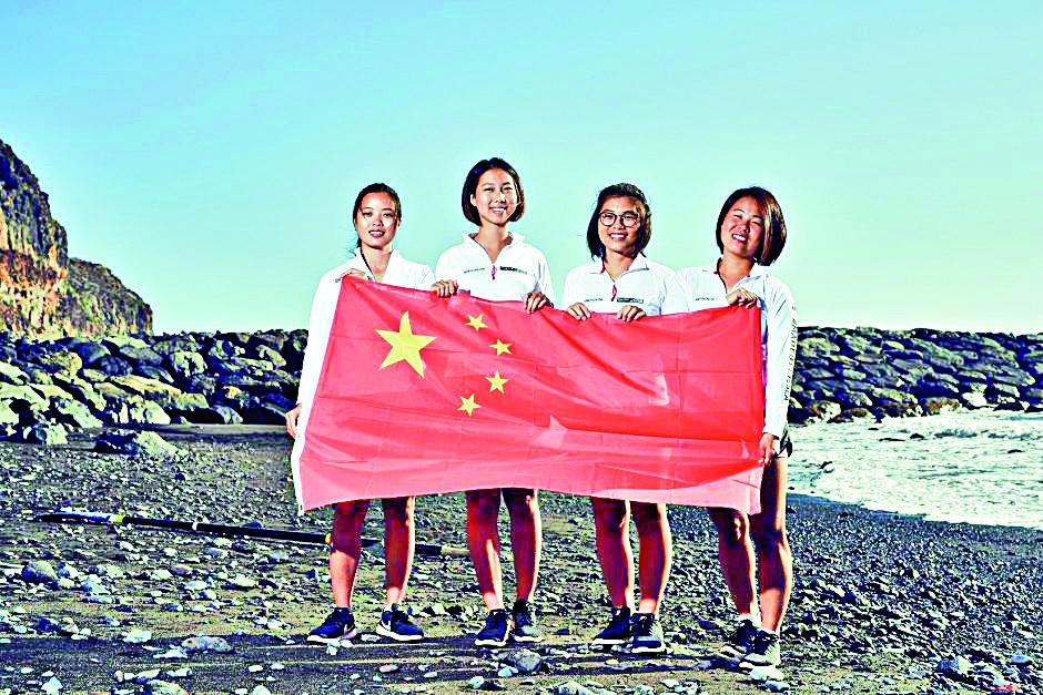 汕頭大學4名學生孟亞潔、陳鈺麗、黎曉冰和梁敏甜組成划艇隊「功夫茶茶」(李嘉誠基金會圖)
