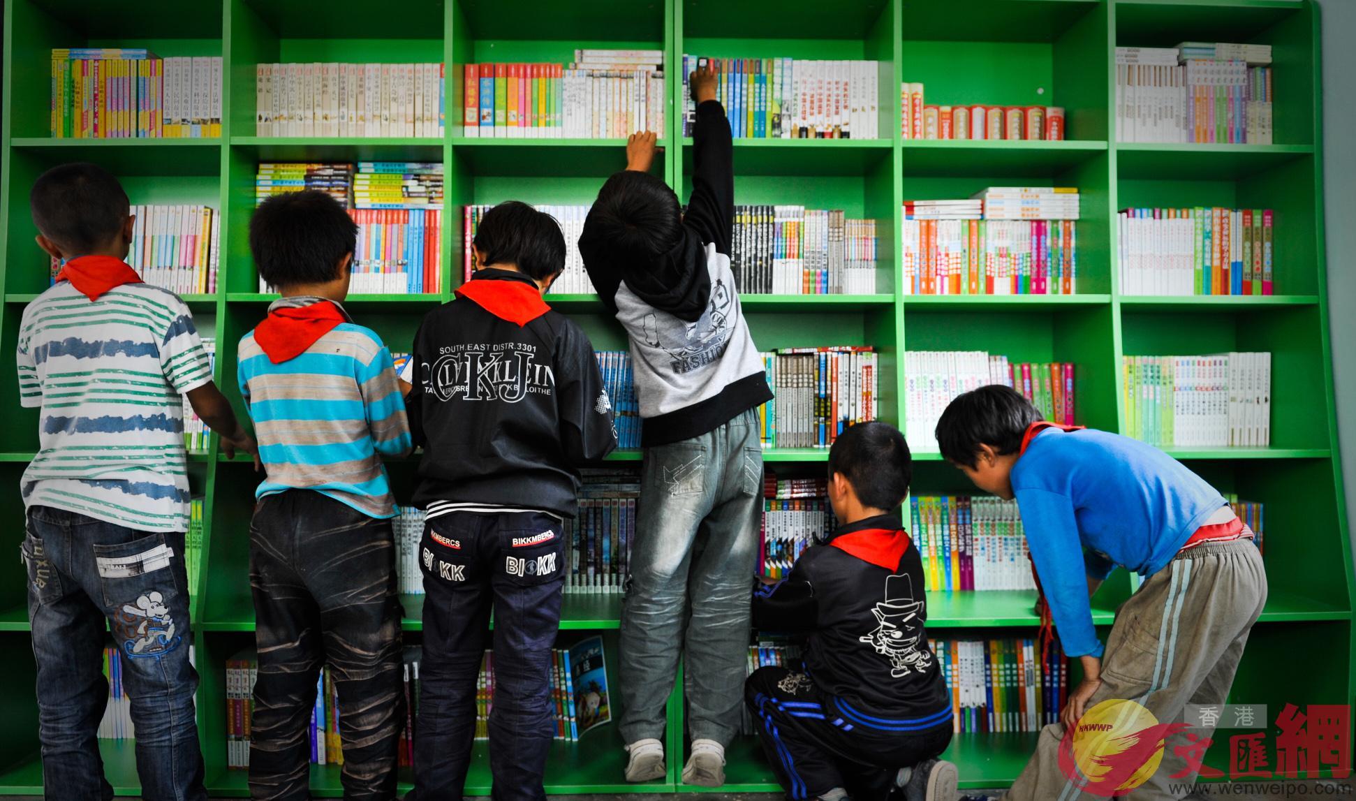 目前內地兒童讀物城鄉差距懸殊,70%的農村小讀者只擁有20%的兒童讀物,圖為香江愛心圖書室(記者方俊明攝)