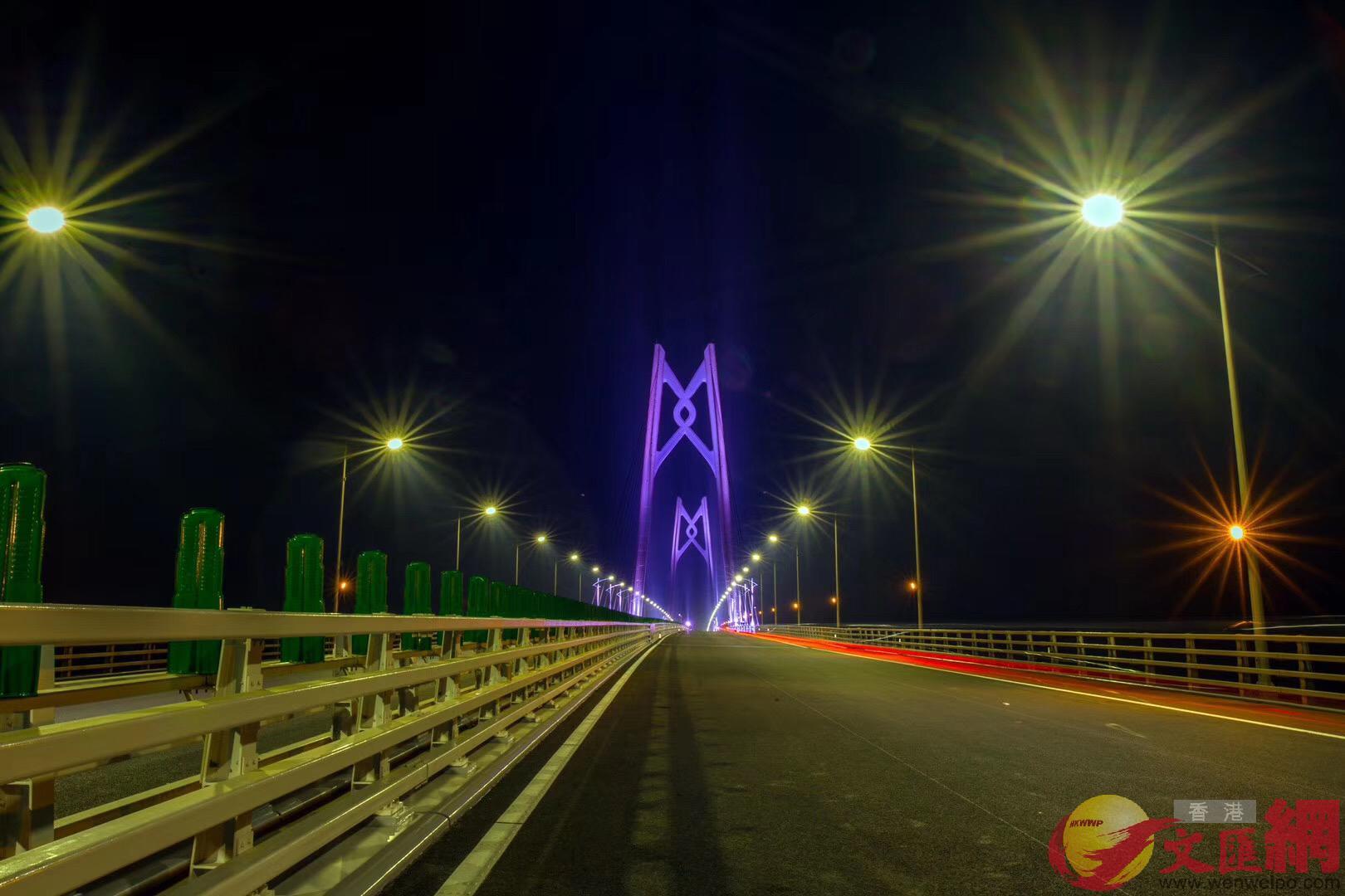 港珠澳大橋主體工程正式具備通車條件,圖為大橋主橋之一。(記者方俊明攝)