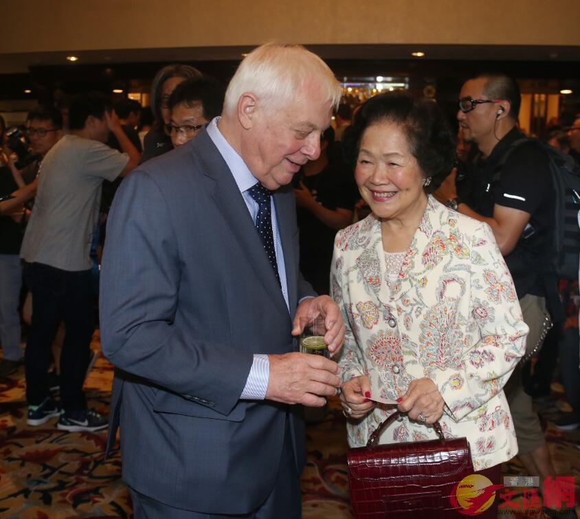 「末代港督」彭定康(左)和陳方安生(右)。圖片來源:香港文匯報