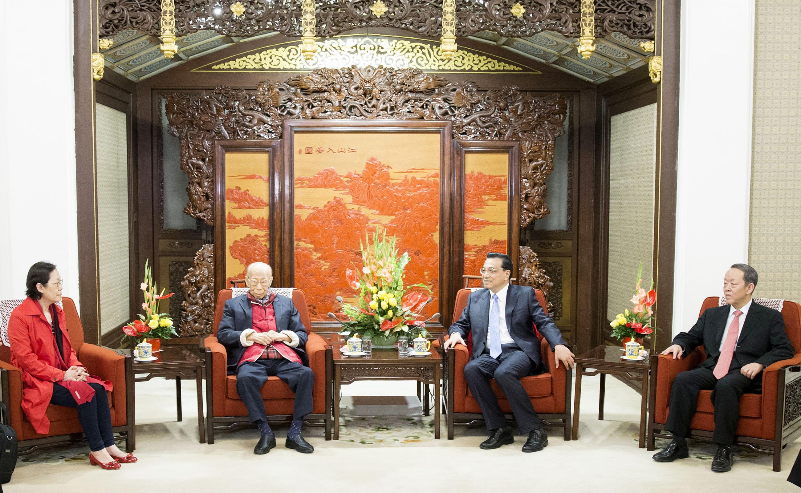 2015年4月27日,國務院總理李克強在北京中南海紫光閣會見饒宗頤先生(新華社)