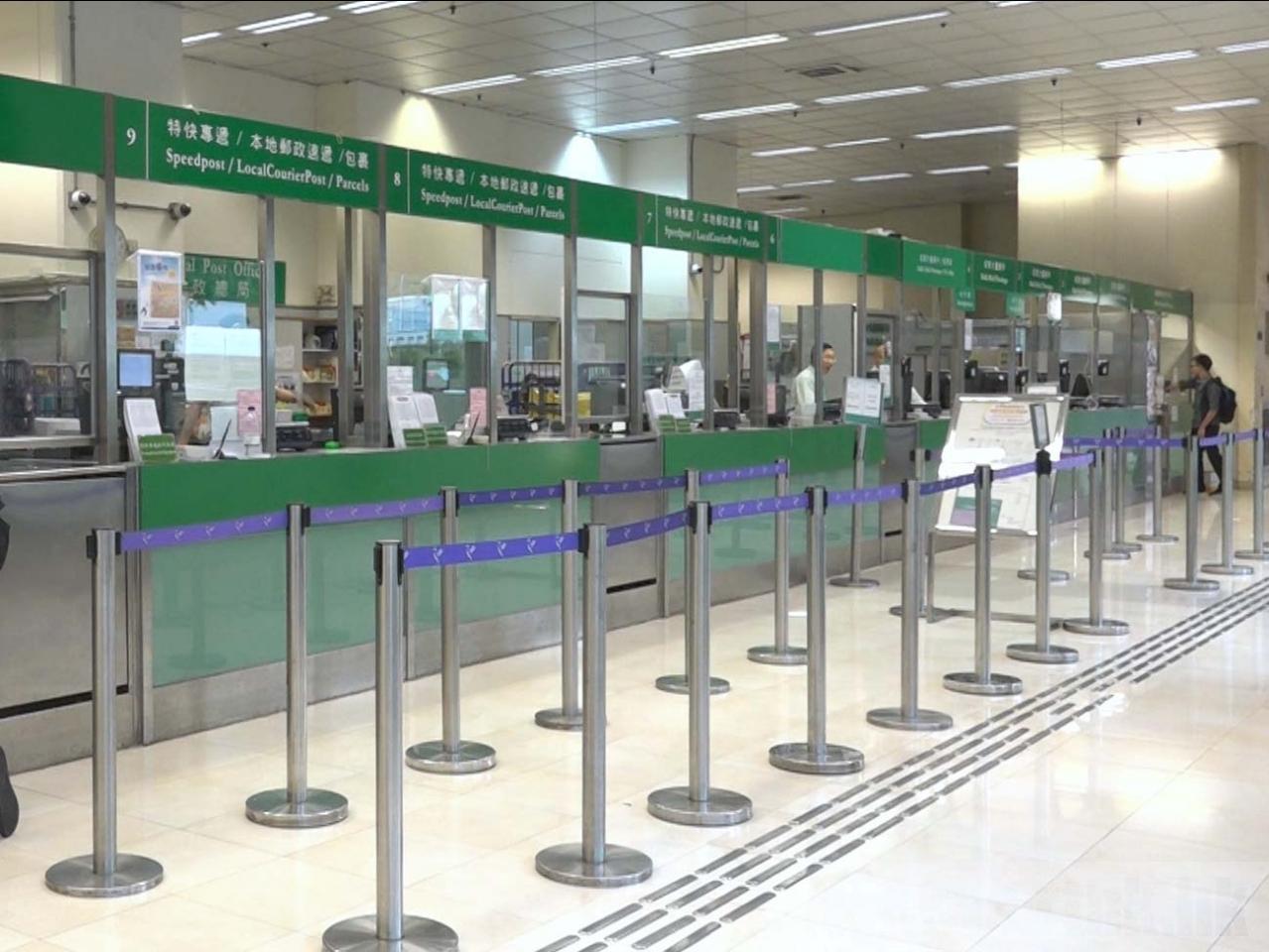 香港郵政經初步評估後選定7間郵政局推出服務,長者每次最多可提取5百元。